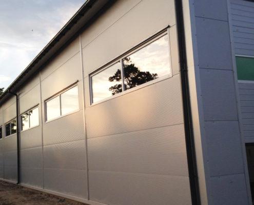 hala stalowa - garaż z płyt warstwowych