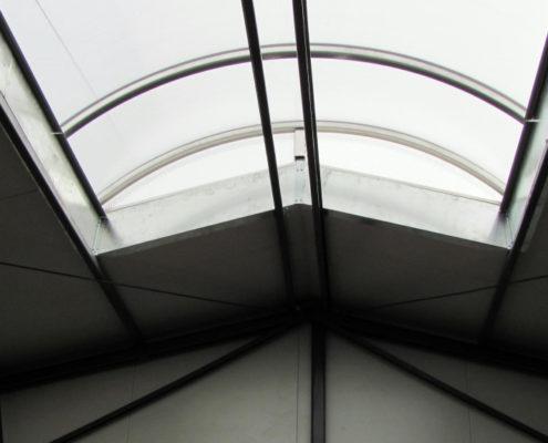 świetlik dachowy hali produkcyjnej